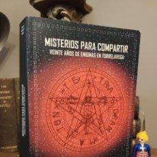 Libros de segunda mano: MISTERIOS PARA COMPARTIR VEINTE AÑOS DE ENIGMAS EN TORRELAVEGA CANTABRIA. Lote 275311028