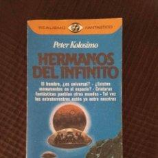 Libros de segunda mano: HERMANOS DEL INFINITO, PETER KOLOSIMO - REALISMO FANTÁSTICO 85 - PRIMERA EDICION. Lote 295006473