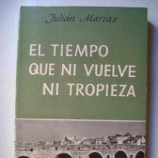 Livros em segunda mão: JULIÁN MARÍAS - EL TIEMPO QUE NI VUELVE NI TROPIEZA (EDHASA, 1965). ENSAYOS VARIOS.. Lote 52337781