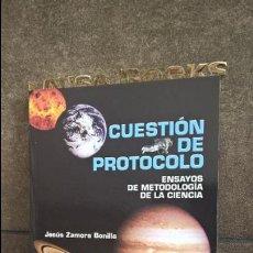 Libros de segunda mano: CUESTION DE PROTOCOLO: ENSAYOS DE METDOLOGIA DE LA CIENCIA. JESUS ZAMORA BONILLA. TECNOS 2005.. Lote 117650071