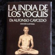 Libros de segunda mano: LA INDIA DE LOS YOGUIS - ALFONSO CAYCEDO - ILUSTRADO - TAPA DURA. Lote 154989014