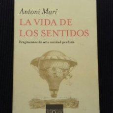 Libros de segunda mano: LA VIDA DE LOS SENTIDOS. ANTONI MARÍ. MARGINALES TUSQUETS 2006.. Lote 162645090