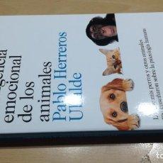 Libros de segunda mano: LA INTELIGENCIA EMOCIONAL DE LOS ANIMALES/ PABLO HERREROS UBALDE/ DESTINO/ / F402. Lote 166815022