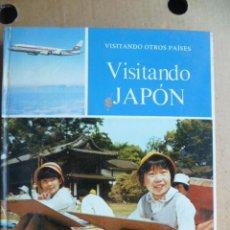 Libros de segunda mano: VISITANDO OTROS PAISES, EDICION 1973, 63 PAGINAS, CONM FOTOS A COLOR, TAPA DURA SIN SOBRECUBIERTA .. Lote 30449044