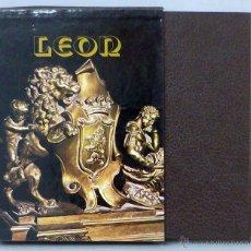 Libros de segunda mano: LOS MONUMENTOS CAPITALES CIUDAD LEÓN ANTONIO VIÑAYO ED EVEREST 1980 2ª EDICIÓN . Lote 50337631