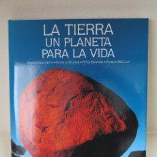 Libros de segunda mano: LA TIERRA UN PLANETA PARA LA VIDA. Lote 50934881
