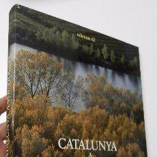 Libros de segunda mano: CATALUNYA A VOL D'OCELL - CARLOS BARRAL, XAVIER MISERACHS. Lote 51058700