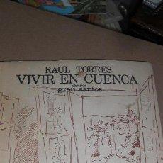 Libros de segunda mano: VIVIR EN CUENCA. RAUL TORRES. 1ª EDICIÓN. DEDICATORIA Y FIRMA AUTOR.. Lote 54025748