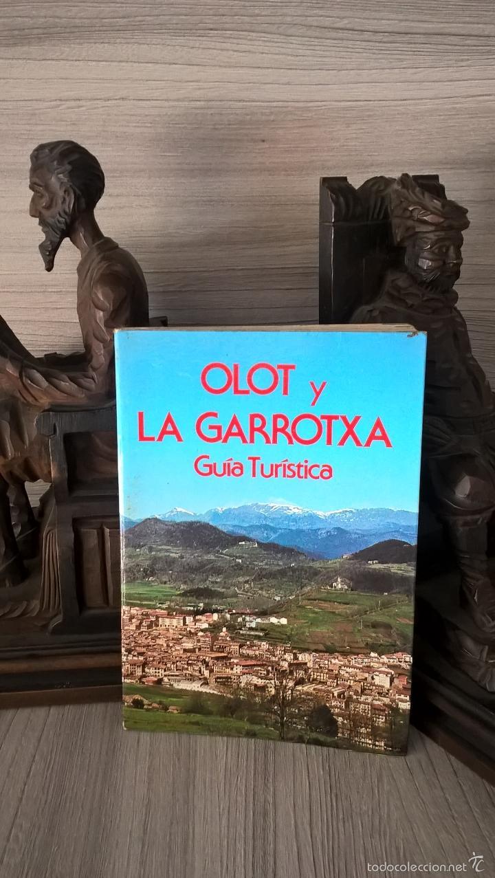 OLOT Y LA GARROTXA, GUIA TURISTICA.ALEJANDRO CUELLAR BASSOLS, CON MAPA DESPLEGABLE. (Libros de Segunda Mano - Geografía y Viajes)
