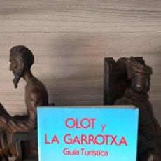 Libros de segunda mano: OLOT Y LA GARROTXA, GUIA TURISTICA.ALEJANDRO CUELLAR BASSOLS, CON MAPA DESPLEGABLE.. Lote 60691457