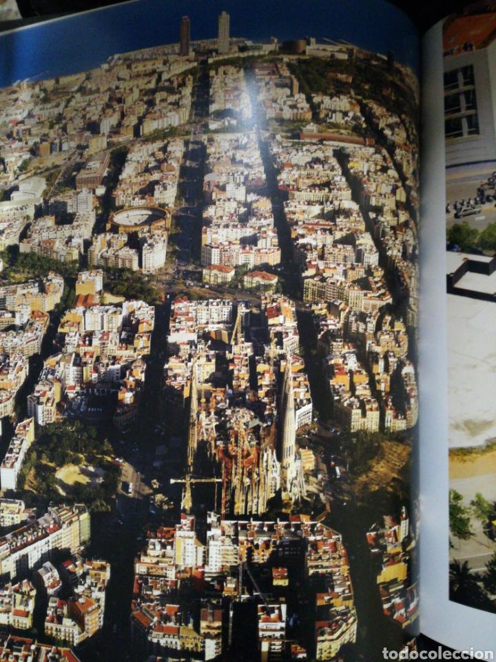 Libros de segunda mano: LLIBRE GRAN FORMAT . BCN UNA ALTRA MIRADA BARCELONA - FOTOGRAFIES DOMINIQUE VIET - Foto 2 - 108386671