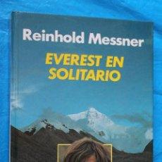 Libros de segunda mano: EVEREST EN SOLITARIO, REINHOLD MESSNER, AL TECHO DEL MUNDO POR EL TIBET, EDITORIAL RM 1983. Lote 113278835
