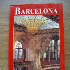 Libros de segunda mano: BARCELONA. COLECCIÓN LOS LIBROS DEL VIAJERO. EDITADO POR EL PAIS AGUILAR. Lote 121448427