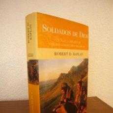 Libros de segunda mano: ROBERT D. KAPLAN: SOLDADOS DE DIOS. UN VIAJE A AFGANISTÁN (EDICIONES B, 2002) MUY BUEN ESTADO. Lote 141882849