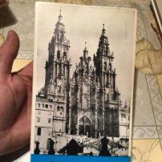Libros de segunda mano: ANTIGUO LIBRO GUÍA DE LA CATEDRAL DE SANTIAGO DE COMPOSTELA AÑO 1972. Lote 158309986