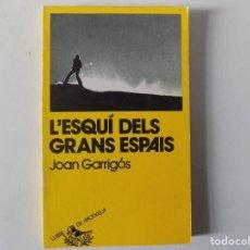 Libros de segunda mano: LIBRERIA GHOTICA. JOAN GARRIGÓS. L ´ESQUÍ DELS GRANS ESPAIS. 1981. LLIBRE DE MOTXILLA. ILUSTRADO.. Lote 160445202