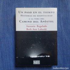 Libros de segunda mano: UN PASO EN EL TIEMPO. HISTORIAS DE HOSPITALIDAD A LA VERA DEL CAMINO DEL APÓSTOL - CAMIO DE SANTIAGO. Lote 175548840