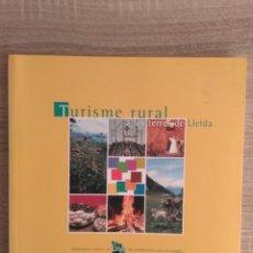 Libros de segunda mano: TURISME RURAL A LES TERRES DE LLEIDA. EN CATALÁN. Lote 189252091
