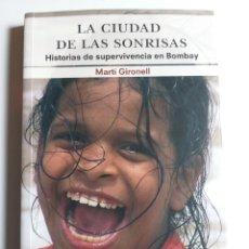 Libros de segunda mano: LA CIUDAD DE LAS SONRISAS . HISTORIAS DE SUPERVIVENCIA EN BOMBAY . MARTI GIRONELL . VIAJES VIAJEROS. Lote 194265682