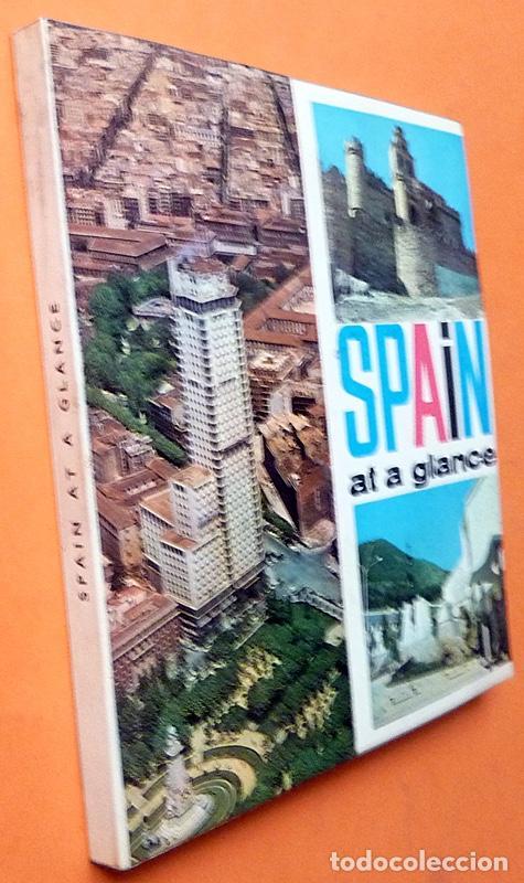 Libros de segunda mano: SPAIN AT A GLANCE - EN INGLÉS - 1964 ?? - VER INDICE - COMO NUEVO - Foto 2 - 194357328
