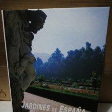Libros de segunda mano: JARDINES DE ESPAÑA. EDICIONES RUEDA. Lote 195225182
