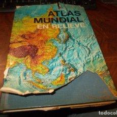 Libros de segunda mano: ATLAS MUNDIAL EN RELIEVE. SALVAT 1.971, PÁGINAS AMARILLENTAS, CONTRAPORTADA CON ROTURAS. Lote 195497138
