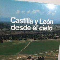 Libros de segunda mano: CASTILLA Y LEÓN DESDE EL CIELO, ILUSTRADO, FOTOGRAFÍA AÉREA. BANCO SANTANDER 1.995. Lote 198041972