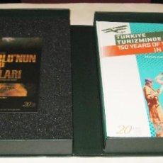 Libros de segunda mano: 150 YEARS OF TOURISM IN TURKEY - GOKHAN AKÇURA - LUJOSA EDICION COMMEMORATIVA - 2 CD. Lote 210217935