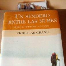 Libros de segunda mano: LIBRO UN SENDERO ENTRE LAS NUBES. NICHOLAS CRANE. EDITORIAL BARCELONA. AÑO 1999.. Lote 213520461