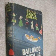 Libros de segunda mano: BAILANDO HASTA LA CRUZ DEL SUR, POR RAFAEL GARCÍA SERRANO, SECCIÓN FEMENINA DE FALANGE. Lote 228847940
