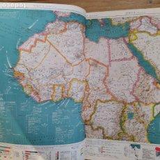 Libros de segunda mano: GRAN ATLAS INTERNACIONAL LAROUSSE, 1957. 50X37 CM. EXCELENTE ESTADO. MUCHOS DESPLEGABLES.. Lote 232923490