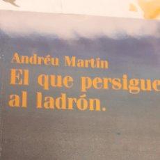Libros de segunda mano: EL QUE PERSIGUE AL LADRÓN DE ANDRÉU MARTÍN. Lote 295548953
