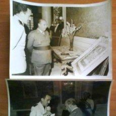 Libros de segunda mano: DOS FOTOGRAFÍAS ORIGINALES DE FRANCO VISITANDO BADALONA. Lote 37648813