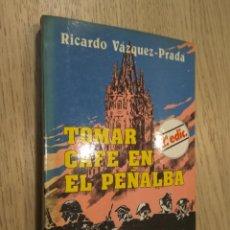 Libros de segunda mano: TOMAR CAFÉ EN EL PEÑALBA. HISTORIAS DE LA DEFENSA DE OVIEDO. RICARDO VÁZQUEZ PRADA. 1984. Lote 131068044