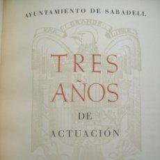 Libros de segunda mano: AYUNTAMIENTO DE SABADELL. TRES AÑOS DE ACTUACIÓN. 1944. Lote 147940390
