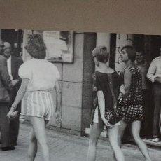 """Libros de segunda mano: COLECCIÓN: """"EL FRANQUISMO AÑO A AÑO"""" 1960 SPAIN IS DIFFERENT: LLEGA LA FIEBRE DEL TURISMO. (TOMO 20). Lote 162668998"""