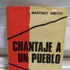 Libros de segunda mano: CHANTAJE A UN PUEBLO MEMPRIAS DE LA GUERRA CIVIL ESPAÑOLA 1936- 39 J. MARTINEZ AMUTIO AÑO 1974. Lote 182422467