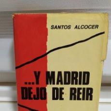 Libros de segunda mano: Y MADRID DEJÓ DE REÍR. ANDANZAS DE UN PERIODISTA POR LA ZONA ROJA - SANTOS ALCOCER. Lote 182423847