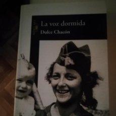 Libros de segunda mano: LA VOZ DORMIDA DE DULCE CHACÓN. Lote 195656078