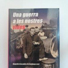 Libros de segunda mano: UNA GUERRA A LES NOSTRES VIDES, DE JOAN BORRÀS LLOP.. Lote 206539833