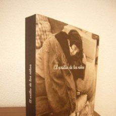Libros de segunda mano: EL EXILIO DE LOS NIÑOS. CATÁLOGO EXPOSICIÓN PALACIO EUSKALDUNA 2003. MUY ILUSTRADO. PERFECTO.. Lote 211487561