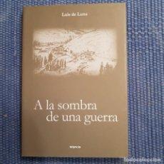 Libros de segunda mano: A LA SOMBRA DE UNA GUERRA - GUERRA CIVIL - LEON - LUNA -. Lote 215743312