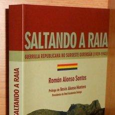 Libros de segunda mano: SALTANDO A RAIA. GUERRILLA REPUBLICANA NO SUROESTE OURENSAN (1939-1943). ORENSE. COMO NUEVO.. Lote 225384635