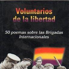 Libros de segunda mano: VOLUNTARIOS DE LA LIBERTAD - 50 POEMAS SOBRE LAS BRIGADAS INTERNACIONALES. Lote 235690465