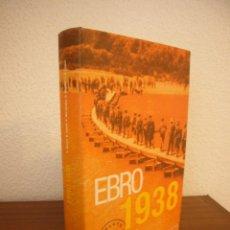 Libros de segunda mano: ANDREU BESOLÍ Y OTROS: EBRO 1938 (INÉDITA, 2005) TAPA DURA. COMO NUEVO. INCLUYE CD.. Lote 241246680