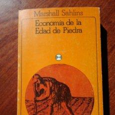 Libros de segunda mano: MARSHALL SAHLINS. ECONOMIA DE LA EDAD DE PIEDRA. ED. AKAL 1983.. Lote 113066191