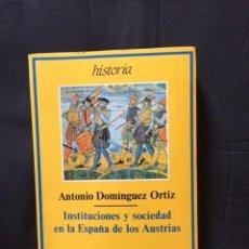 Libros de segunda mano: INSTITUCIONES Y SOCIEDAD EN LA ESPAÑA DE LOS AUSTRIAS DE ANTONIO DOMÍNGUEZ ORTIZ. Lote 171131119