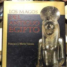 Libros de segunda mano: LOS MAGOS DEL ANTIGUO EGIPTO, FRANCISCO J MARTIN VALENTIN, 2002.. Lote 173984389