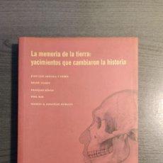 Libros de segunda mano: LA MEMORIA DE LA TIERRA: YACIMIENTOS QUE CAMBIARON LA HISTORIA . FUNDACIÓN MARCELINO BOTÍN . Lote 180012920