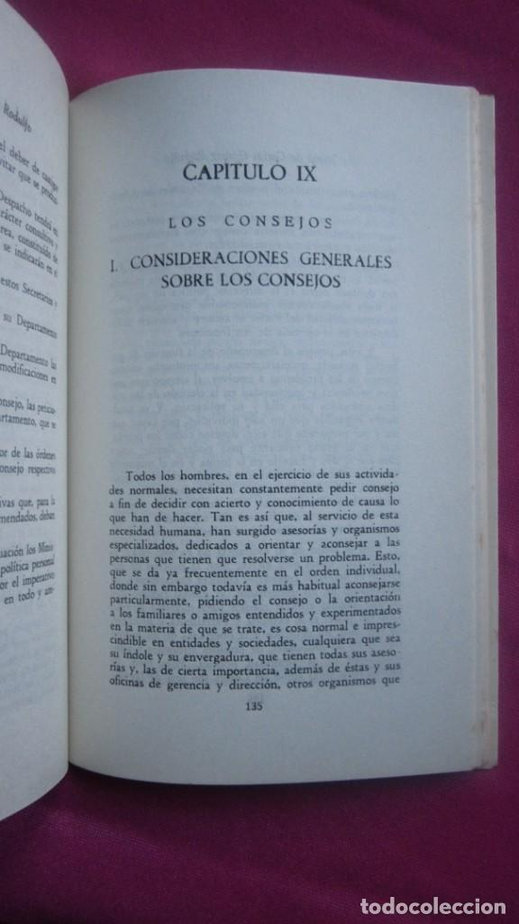 Libros de segunda mano: INSTITUCIONES DE LA MONARQUIA ESPAÑOLA E. MONTEJURRA 1960 - Foto 3 - 207440562